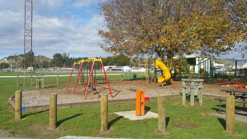 Taihape swim centre and outdoor playground rangitikei district council for Memorial park swimming pool hours